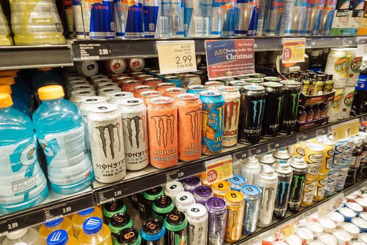ビタミン類や朝鮮人参、ローヤルゼリー、カフェインなどは栄養ドリンクでもエナジードリンクでも配合可能
