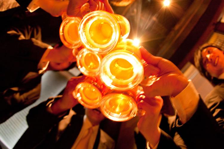 乾杯用の最初の1杯はスムーズな乾杯のために「ビール」や「ウーロン茶」が親切
