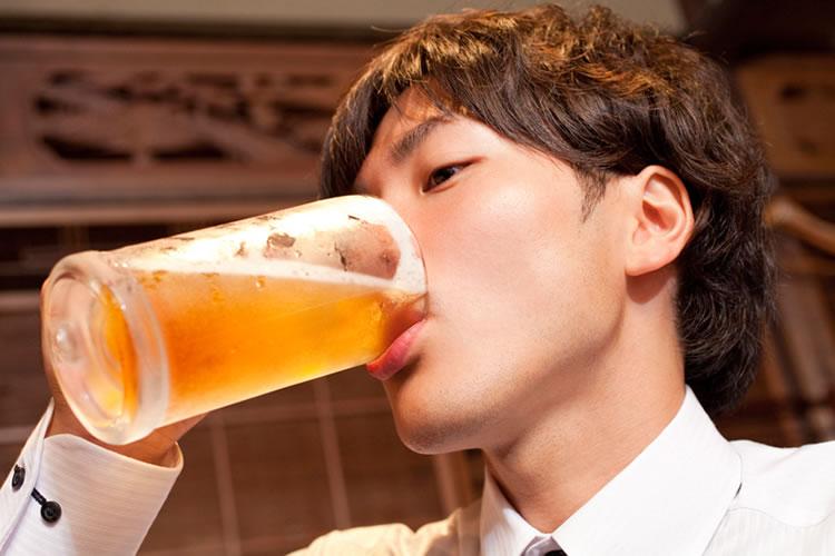飲み過ぎてお酒で酔いつぶれることは恥ずかしい