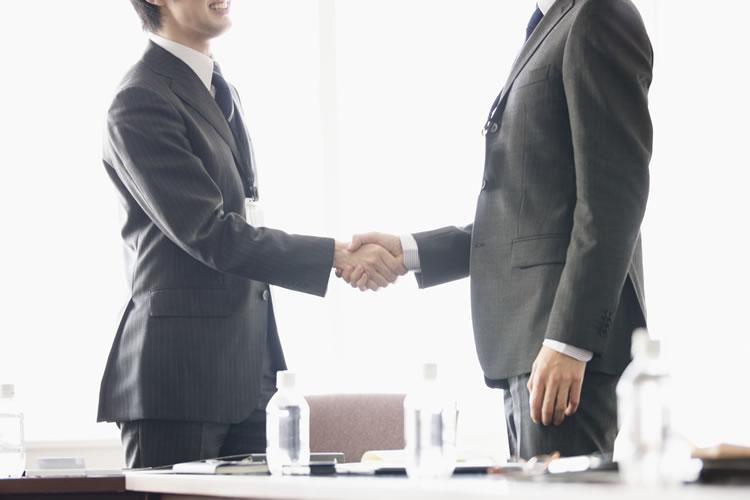 ビジネスにおいては用意に笑顔を見せることがよしとされない場合がある