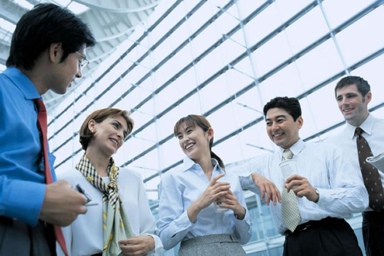 日本と海外のビジネスマナーの違い30選