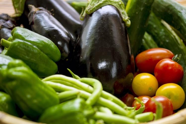 身体を冷やす夏野菜を避ける
