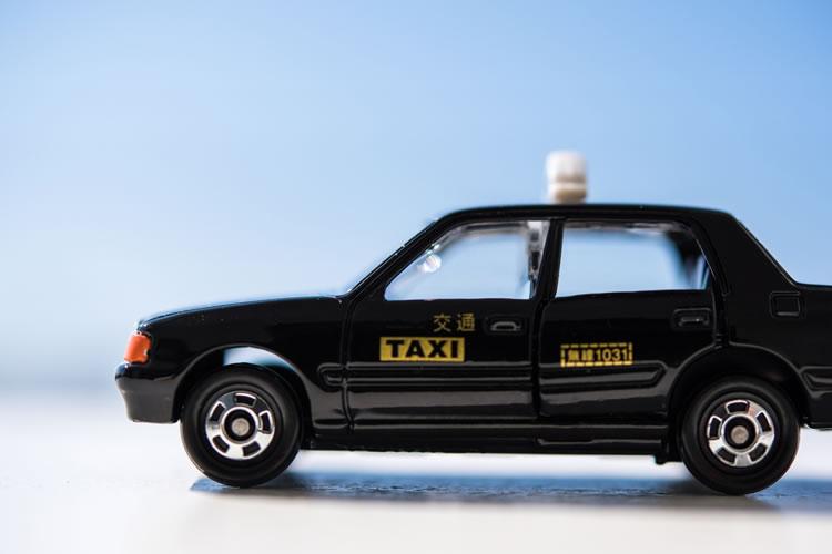 金色タクシー