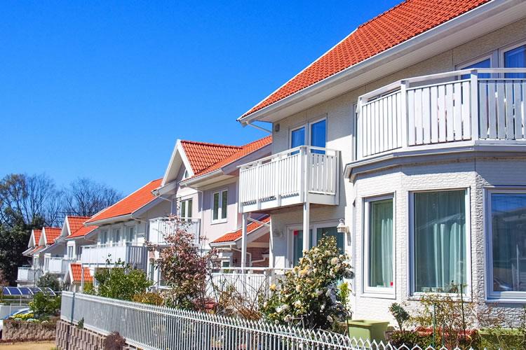 暑さ対策のため、屋根を白く塗るサービス