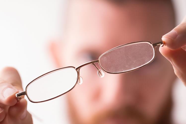 メガネにある鼻に当たる部分
