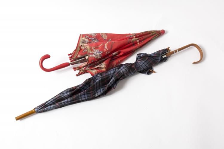 傘を束ねるヒモ