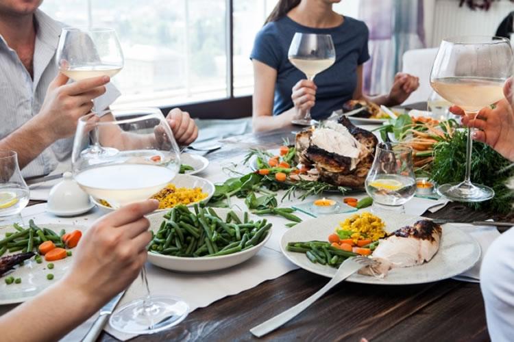20分以上かけて食事をするとダイエット効果がある