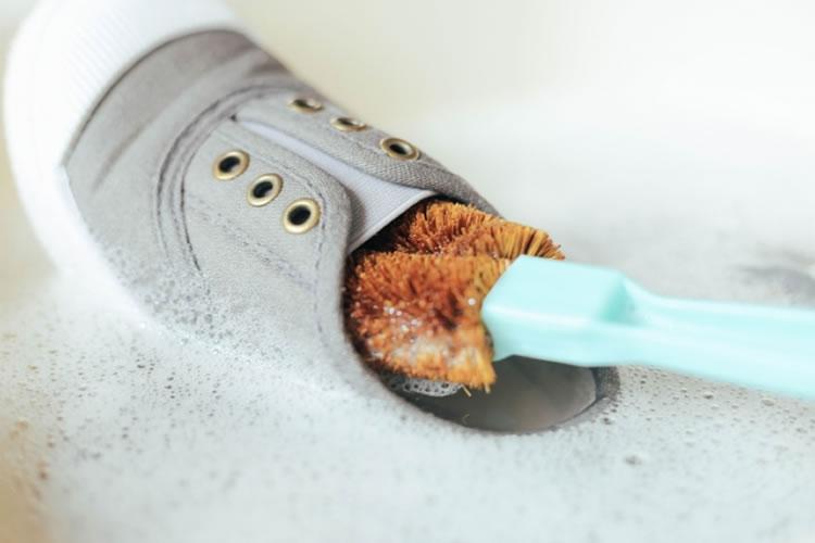 定期的に靴を洗う