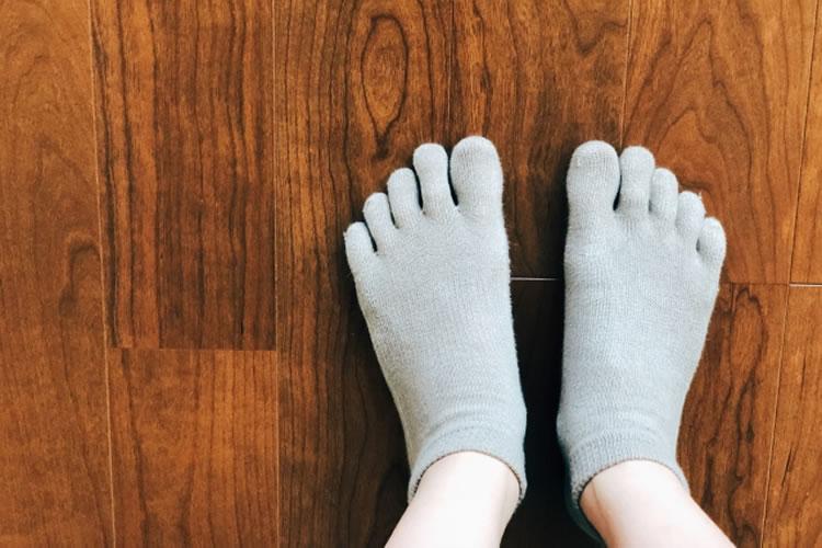 五本指靴下を履く