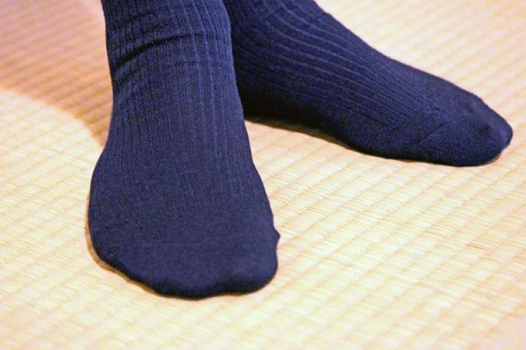 蒸れにくい靴下、乾きやすい靴下を履く