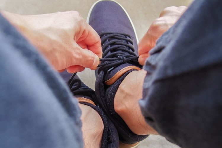 通気性の良い靴を履く