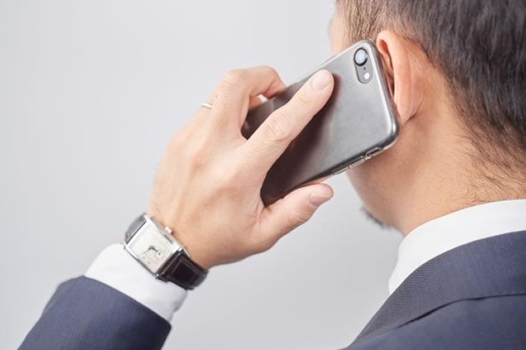 プライベートの時間帯に不必要な電話、メールをする
