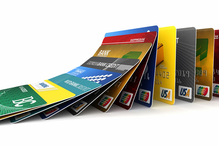 クレジットカードやポイントカードも同様に入れすぎない