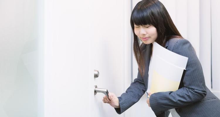 ドアを閉める音