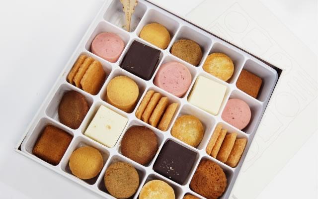 会社や職場へはお菓子が無難