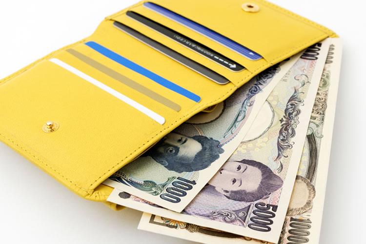 お札の向きだけじゃない!財布にお金が貯まる16のウワサ