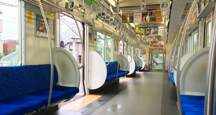 関東は電車が静かで関西は電車がうるさい