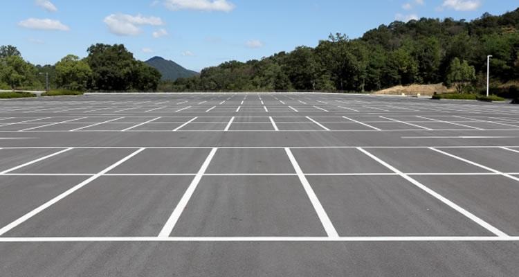 関東は駐車場、関西はモータープール