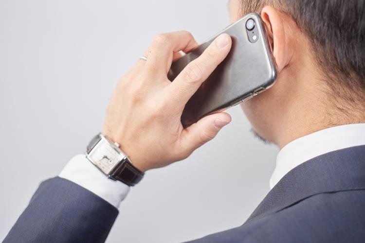 メールよりも電話、電話よりも対面