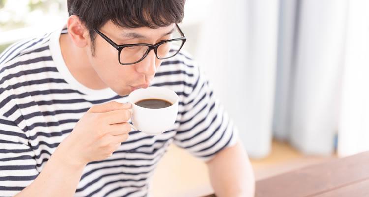 起きたらコーヒーやお茶を飲む