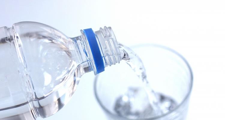 起きたら水を飲む
