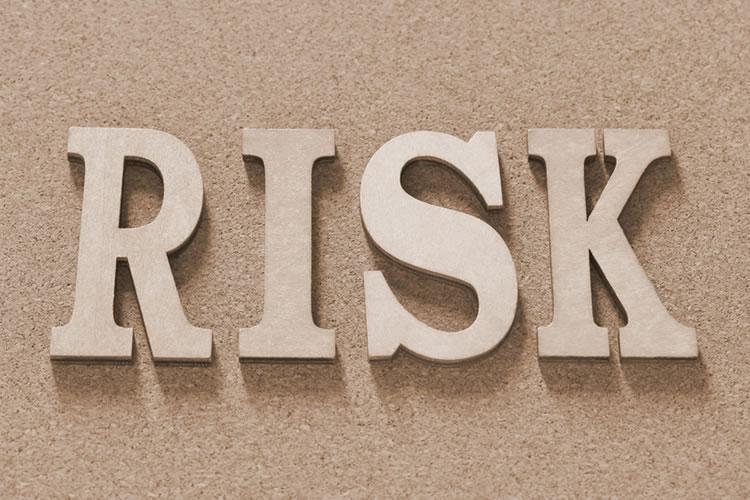 「リスクヘッジ」の意味とは?使い方や例文、類語など