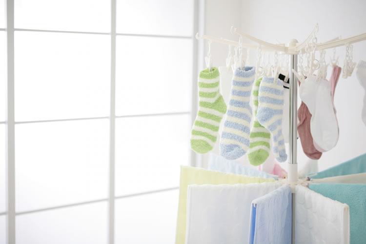 夜に洗濯物を干すのは縁起が悪い