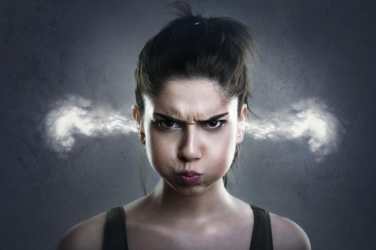「怒る」と「叱る」の意味と違い