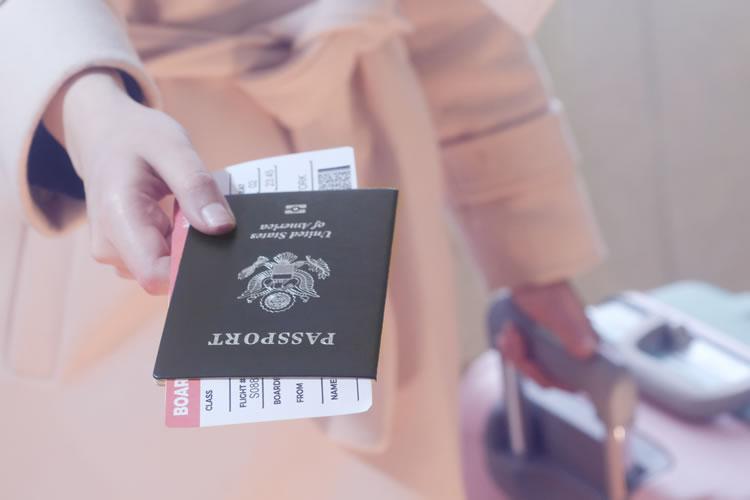 パスポートなしで国を移動できる