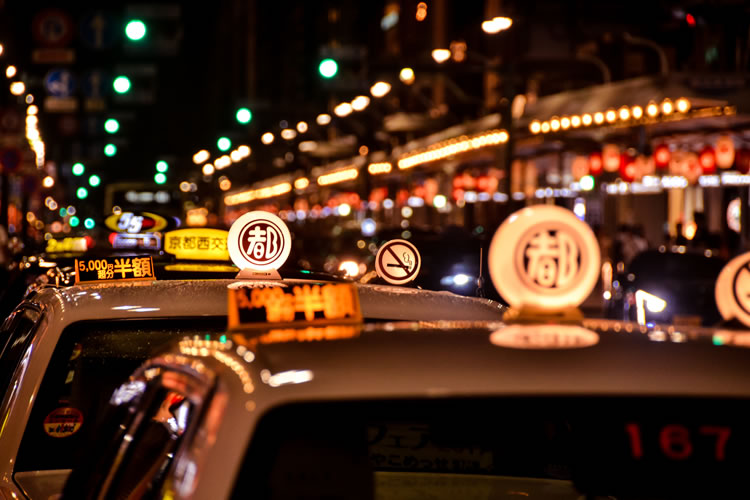 「タクシー」と「ハイヤー」の意味と違い