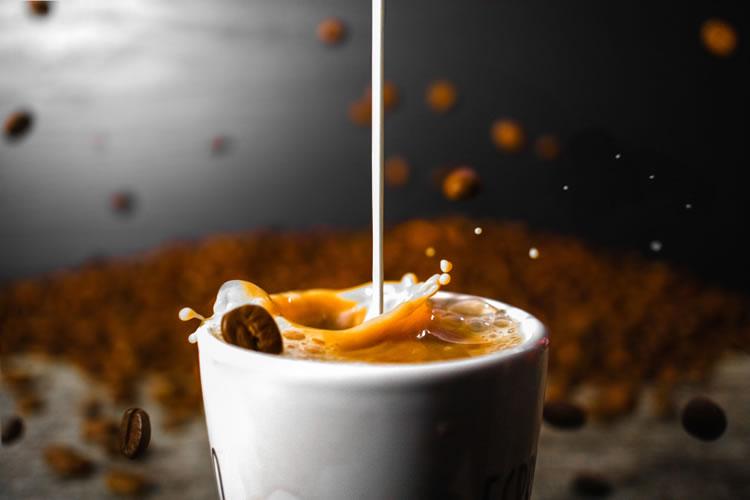 カフェオレとコーヒー牛乳の違いとは?