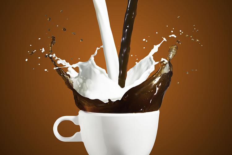 カフェオレとコーヒー牛乳:比率の違い
