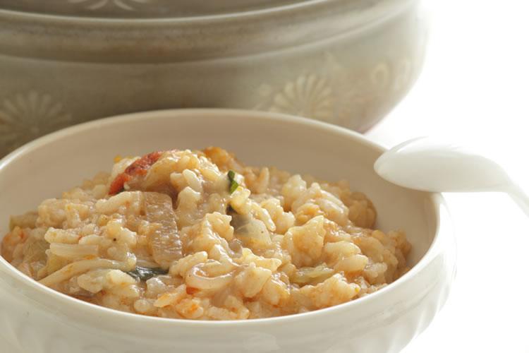 炊いたお米を煮込んだのが「雑炊」