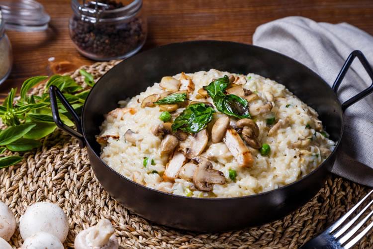 お米を炒めてから炊くのが「リゾット」