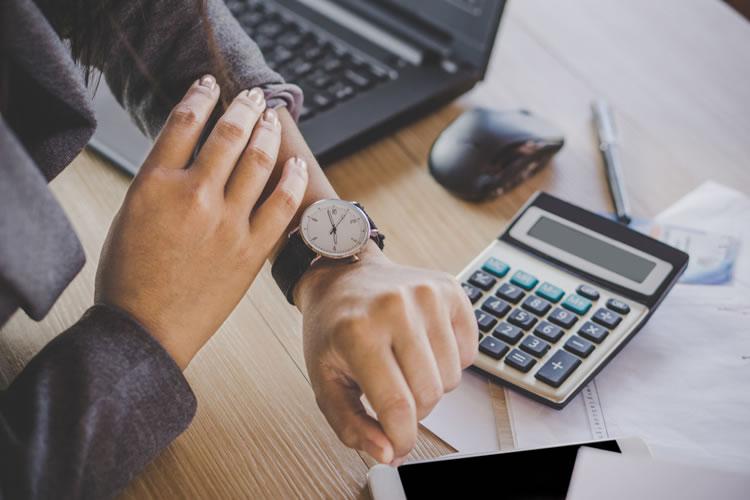 お金持ちは時間を無駄にしない、貧乏な人は時間を無駄に使う