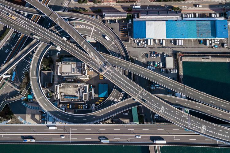 高速道路は速度と空気圧に注意