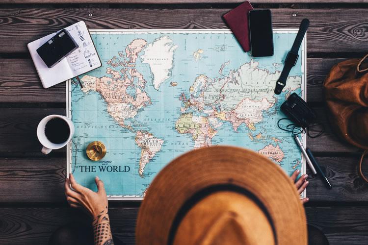 繁忙期でも安く旅行に行ける
