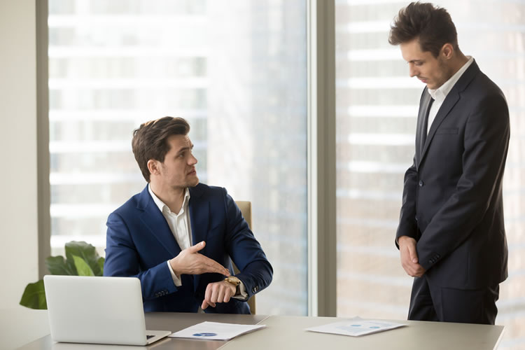 仕事で潔く非を認められる人は周囲の評価が高くなる