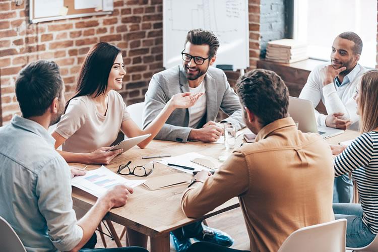 ポジティブな意見は職場のチームワークが良くなる
