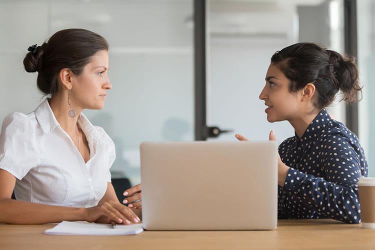 職場で人の話を素直に聞く姿勢が周囲からの信頼が得られる