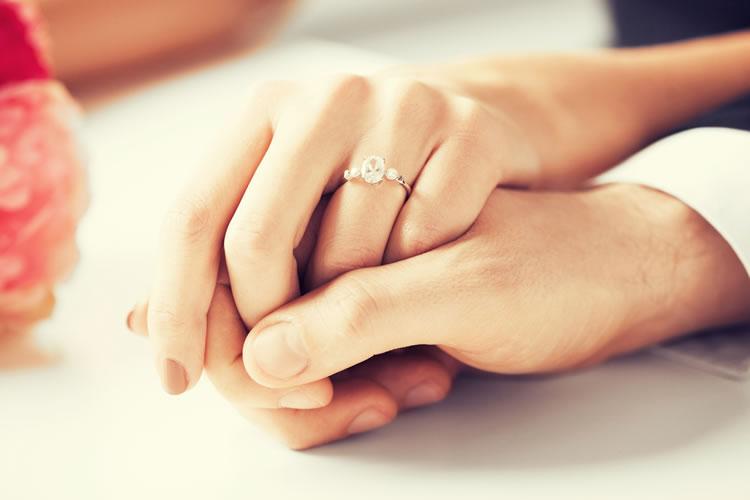 「婚約」「結婚」「入籍」の意味と違い