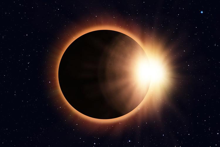「皆既日食」「金環日食」の意味と違い