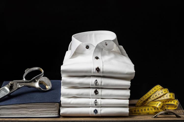 「ワイシャツ」「カッターシャツ」の意味と違い